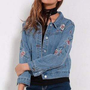 Jackets & Blazers - ❤️HP❤️ Floral Embroidered Casual Denim Jacket